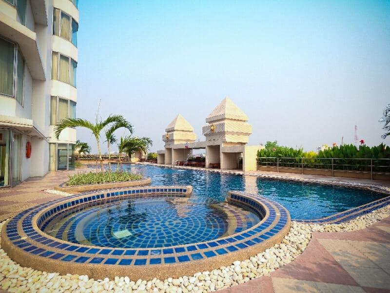 duangtawan-hotel-chiangmai-pool6